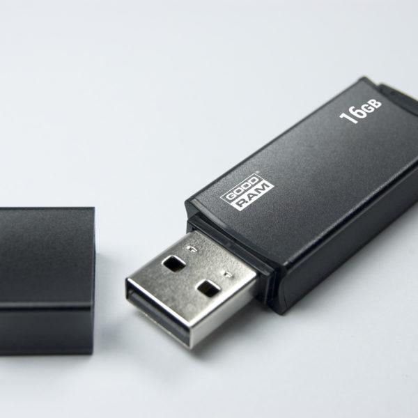 USB флеш накопитель 16Gb GoodRam UEG2 черный